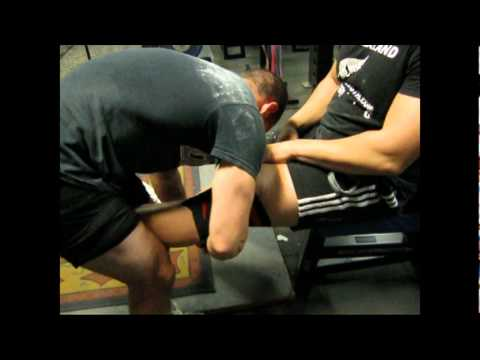 How to wrap your Knee's for Heavy Squatting