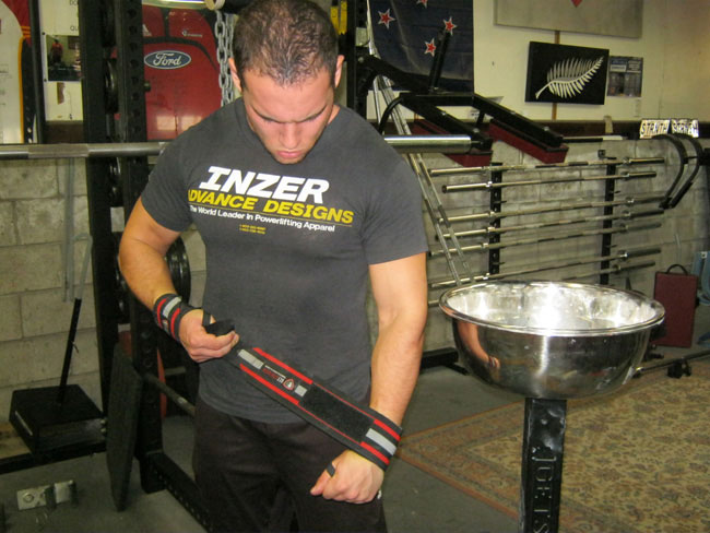 Wrist Wraps - What is a thumb loop? | Getstrength Fitness
